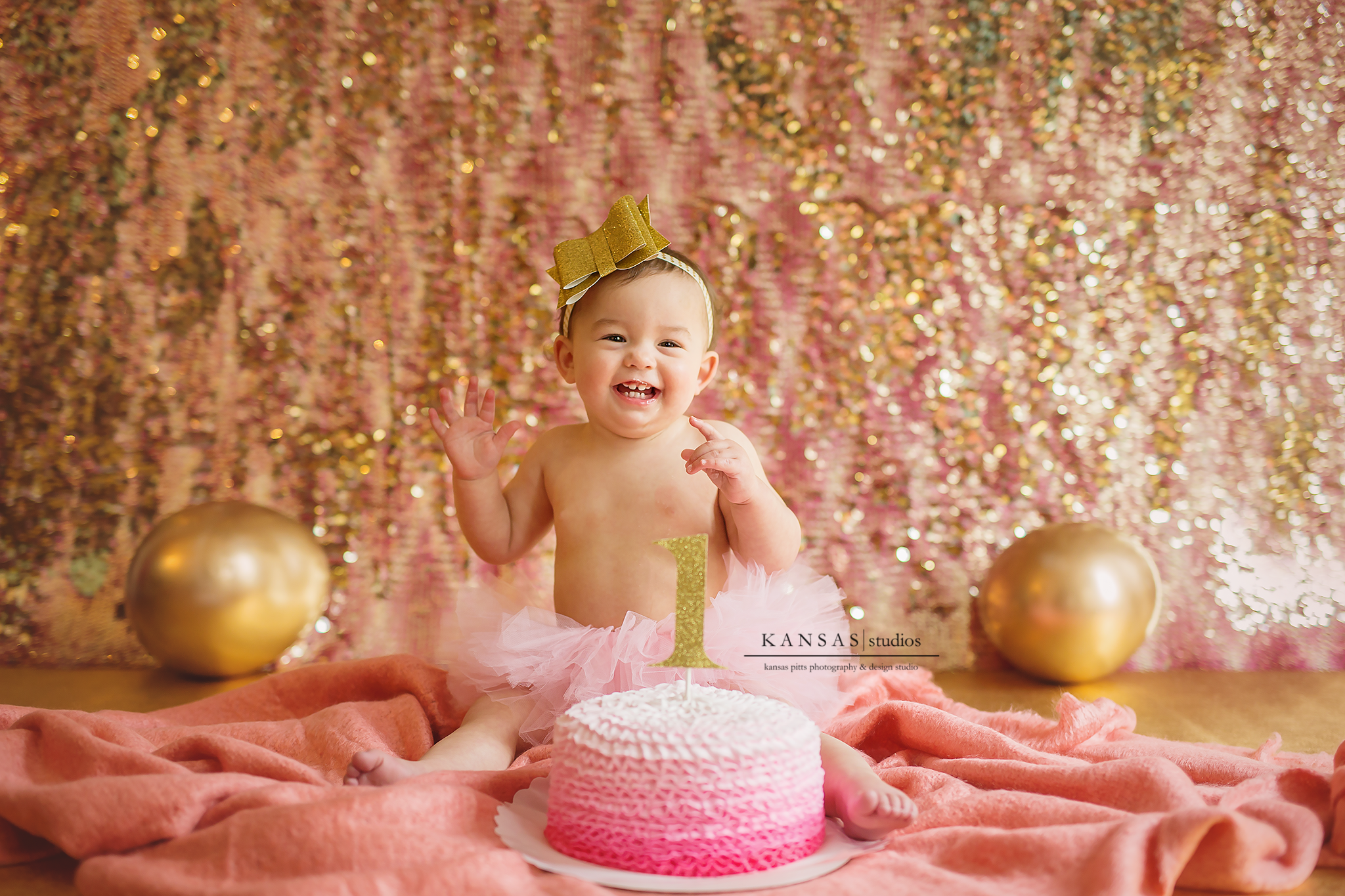 Reese Is One A Pink Amp Gold Cake Smash And A Gorgeous